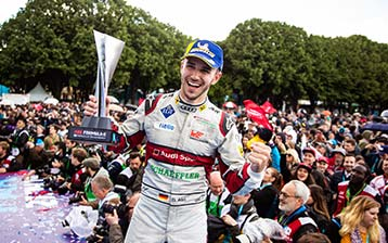 Formula E in Paris: Audi drivers brave April weather